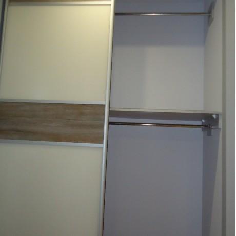 Встроенный шкаф-купе с лакобелем