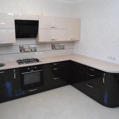 Кухня Пластик Ваниль и Черный глянец