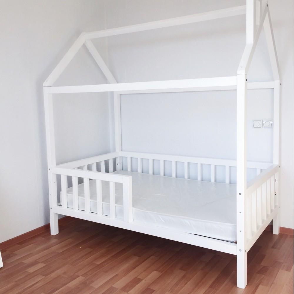 Кровать домик с бортиками